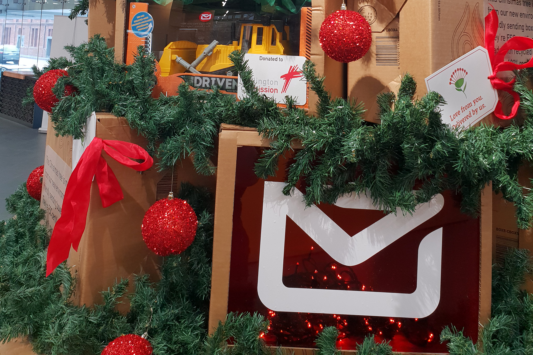 Christmas ... NZ Post Gift Box Tree 2018